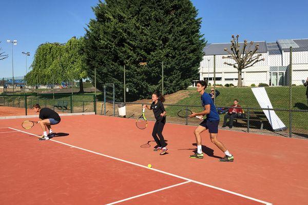 Les jeunes adhérents de la ligue de tennis ont pu profiter de la présence du champion de tennis.