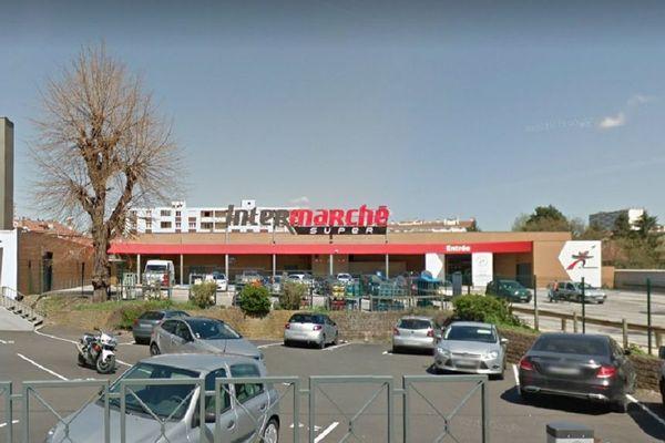 Un supermarché de Saint-Etienne réserve une heure chaque matin aux anciens.