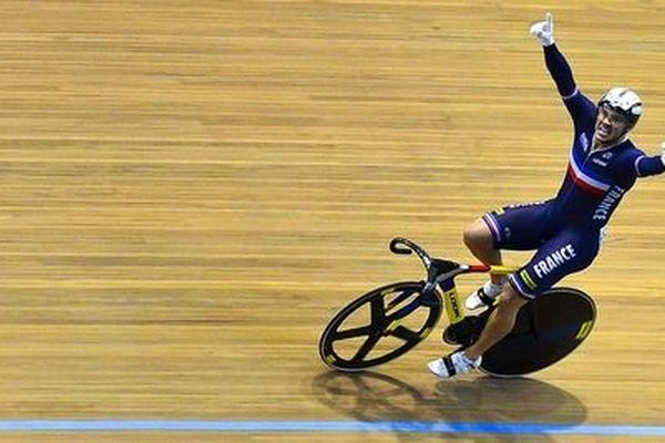 En 2014, le français François Pervis remportait le titre de la vitesse messieurs lors des Championnats du monde de cyclisme sur piste à Cali, en Colombie.