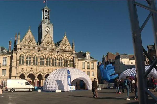 La caravane du French Fab Tour a fait escale sur la place de l'hôtel de ville à Saint-Quentin.