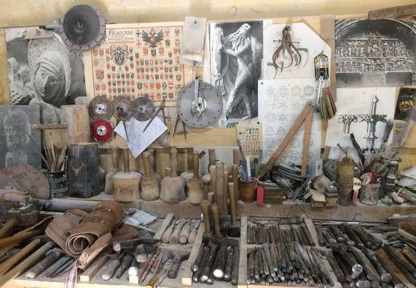 Claude et Christophe utilisent les mêmes outils qu'au XIIIème siècle