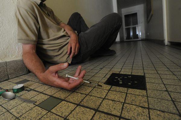 En cette période de confinement, les toxicomanes se retrouvent livrés à eux-mêmes.