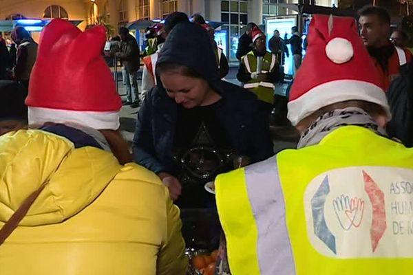 Près de 200 bénévoles se sont mobilisés pour passer Noël avec les sans abris -24 décembre 2018