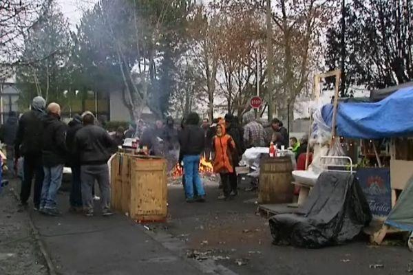 Le camp de fortune des grévistes Sanofi du site de Quétigny, lors de leur 5ème semaine de grève (archives)