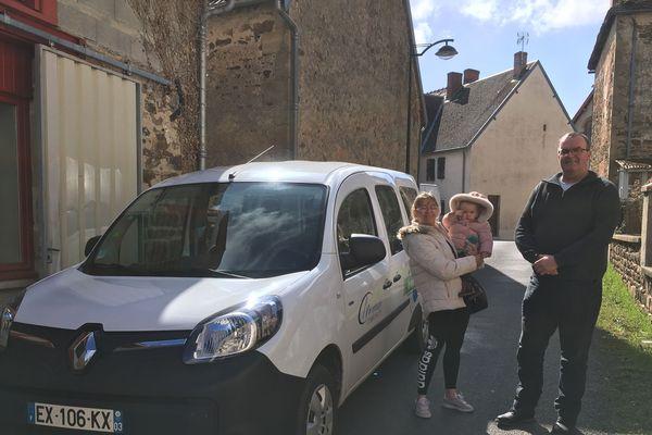 Le service d'auto-partage expérimenté dans l'agglomération de Montluçon (Allier) est assuré par des chauffeurs bénévoles.