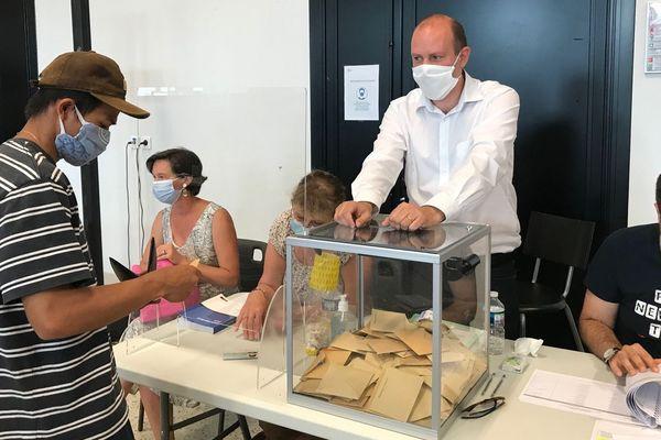 Marc-Antoine Quenette, président d'un des bureaux de vote à Annonay, dimanche 28 juin 2020 lors du second tour des Municipales.