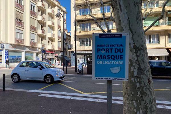 Port du masque obligatoire dans les Alpes-Maritimes : ici en centre-ville à Antibes.