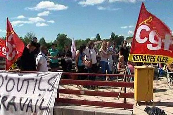 Saint-Christol-lès-Alès (Gard) - un partie des 105 salariés de Call Expert sont en grève - 10 juin 2013.