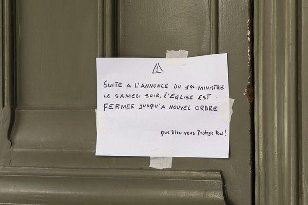 Une église fermée à Paris le 15 mars. Dans le Puy-de-Dôme, les lieux de culte ne sont pas tous fermés malgré les mesures de confinement liées au Coronavirus Covid-19.