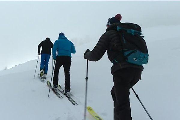 La randonnée nordique se pratique en terrain vierge, dans de grands espaces.