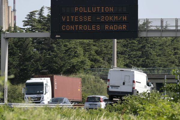 La vitesse est abaissée de 20km/h sur les axes routiers limités au moins à 90km/h