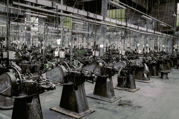 A la clouterie Rivierre de Creil, les machines ont plus d'un siècle et ont toutes un prénom