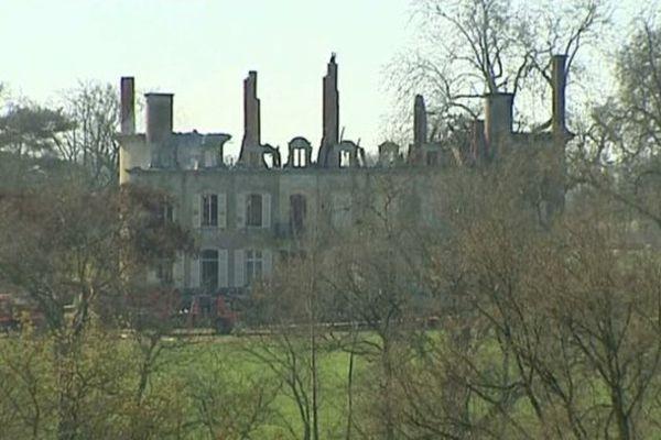 Le château de Neureux, à Lurcis-Lévy dans l'Allier, a été la proie des flammes dans la nuit de dimanche à lundi.