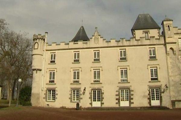 Le château de Pessat-Villeneuve (63) était en vente depuis plus d'un an. La municipalité l'a racheté, il y a un mois, pour la coquette somme de 1 million 900 000 euros.
