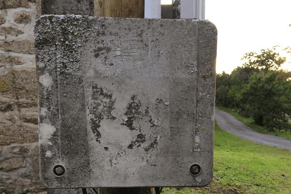 Un boîtier contenant des parasurtenseurs en Haute-Vienne