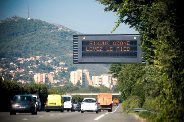 Les automobilistes doivent réduire leur vitesse sur les routes du département.