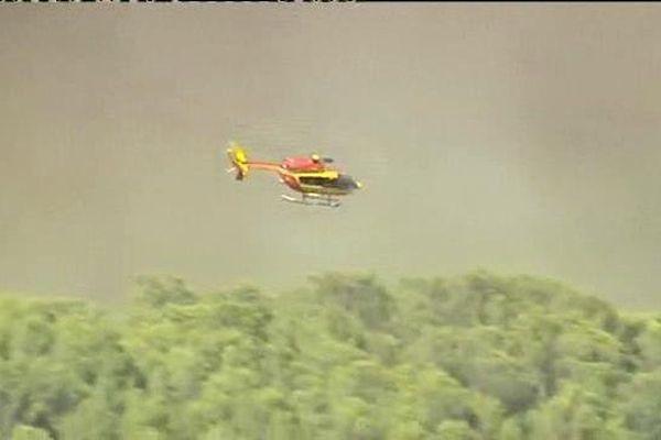 Ce mardi matin, le ballet des hélicoptères bombardiers d'eau a repris sur la commune de Montfort-sur-Argens.