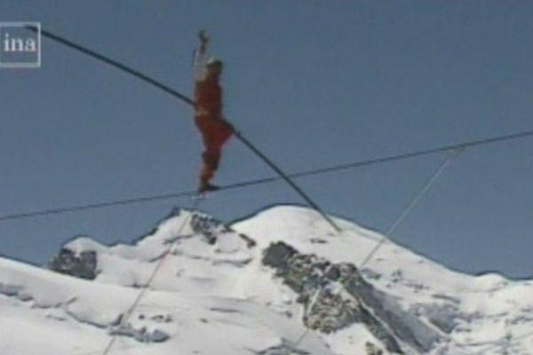 Henri Réchatin sur le câble de l'Aiguille du Midi, en 1996 à l'occasion de ses 60 ans de carrière.