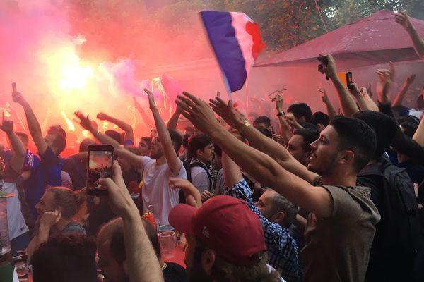 Le but de Samuel Umtiti contre la Belgique a suscité des scènes de liesse place de la Victoire à Clermont-Ferrand.