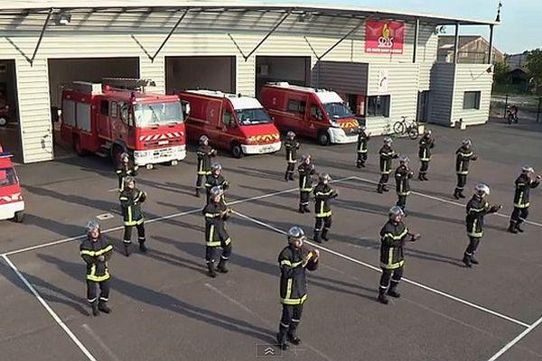 L'amicale des pompiers de Nuits-Saint-Georges, en Côte-d'Or, a tourné une vidéo pour annoncer le bal du 14-Juillet.