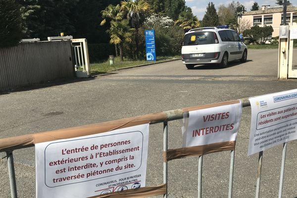 Seul le personnel soignant est désormais autorisé à pénétrer dans le Centre Hospitalier Gériatrique du Mont d'Or à Albigny-sur-Saône