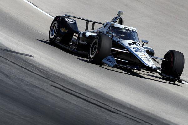 Malgré une vibration à l'arrière de la voiture, Simon Pagenaud termine la course à la 2e place