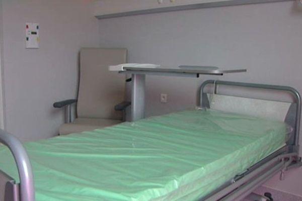 La femme enceinte de 8 mois et âgée de 29 ans est décédé après un malaise dans les toilettes du centre hospitalier de Vierzon.