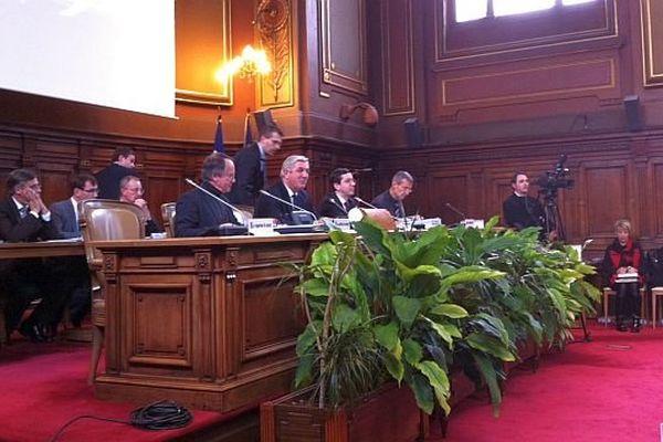 Les conseillers généraux de Côte d'Or se sont réunis en session extraordinaire lundi 6 janvier 2014 pour donner leur avis sur le projet de nouvelle carte cantonale.