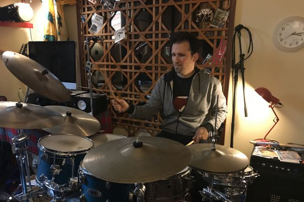 Gabriel Bourgeois-About, musicien et professeur de musique indépendant à Authon dans le Loir-et-Cher
