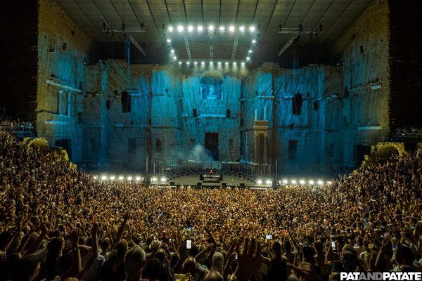 Le Théâtre Antique d'Orange remplit à l'occasion de la venue de David Guetta le 14 août 2021.