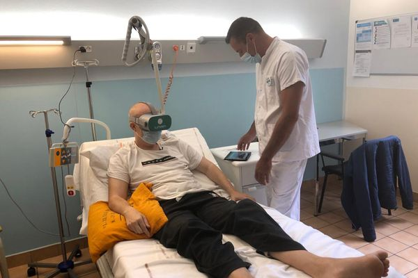 La réalité virtuelle permet aux patients des soins palliatifs de partir en voyage et aux soignants de déveloper de nouvelles relations avec eux