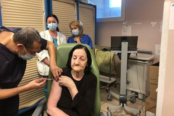La campagne de vaccination dans l'Ehpad de Toga a débuté ce mercredi 6 janvier.