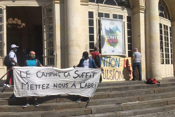 Occupation de l'Opéra de Rennes jeudi 9 juillet par des sans-papiers et un collectif d'associations de droits au logement