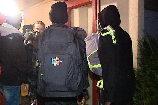 """Les premiers migrants en provenance de la """"jungle de Calais"""" sont arrivés ce lundi soir à Blois (Loir-et-Cher)"""