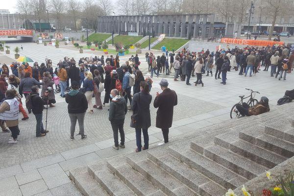 300 professionnels du spectacle se sont rassemblés à Brest pour un nouveau cri d'alarme