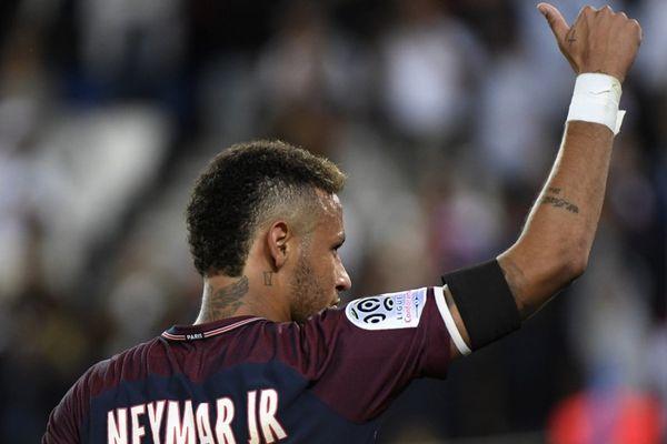 Neymar et le PSG ont dominé Saint-Etienne sans forcer (3-0), grâce un doublé d'Edinson Cavani