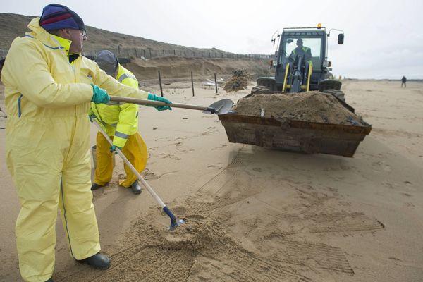 La pollution a touché le littoral de la Bretagne à la Vendée