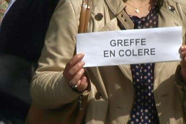 A Dijon, les greffiers mènent des mouvements de protestation deux fois par semaine, pendant leur pause déjeuner. Ils réclament une réforme de leur statut et une revalorisation salariale.