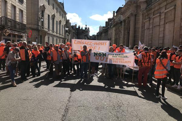 350 chasseurs de BFC se sont réunis devant la préfecture de Région à Dijon