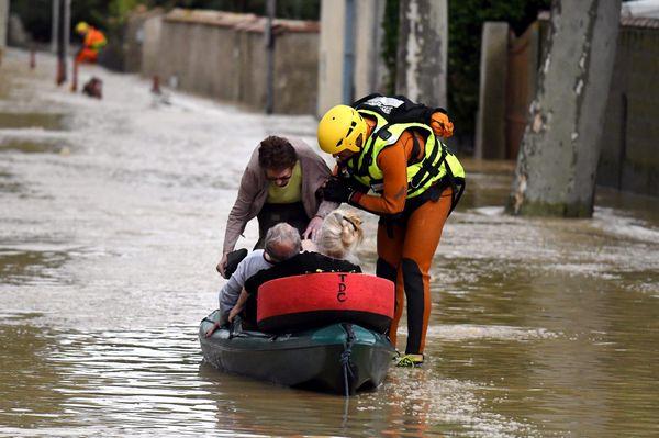 Inondations dans l'Aude en octobre 2015. Les services de secours sont débordés.