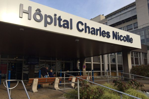 18 étudiants en médecine ont été testés positifs au Covid-19 alors qu'ils effectuaient leur stage au CHU de Rouen