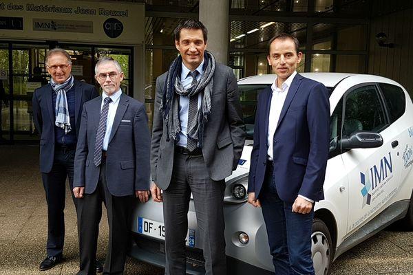 Guy Ouvrard (précédent Directeur IMN, un des initiateurs de la collaboration), Dominique Guyomard (Responsable Stockage de l'Énergie, IMN), Marc Deschamps (Responsable Pôle Électrochimie, BlueSolutions, Groupe Bolloré) et Florent Boucher (Directeur de l'IMN)