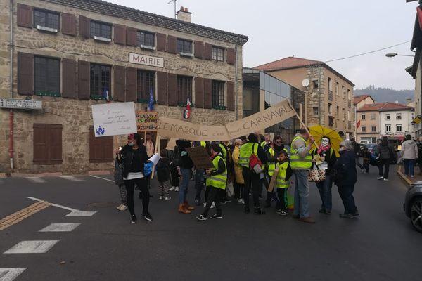 """""""Les masques, c'est pour carnaval"""" pouvait-on lire sur une banderole"""