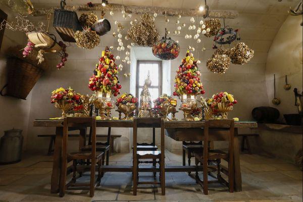 La cuisine décorée à l'occasion de Noël au château de Chenonceau