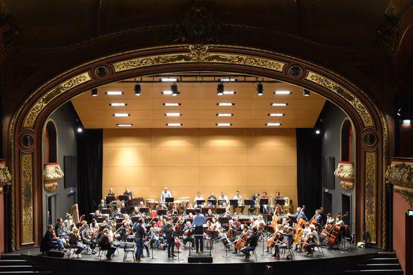 Répétition de l'Orchestre symphonique et lyrique de Nancy à la salle Poirel.- Image d'archive