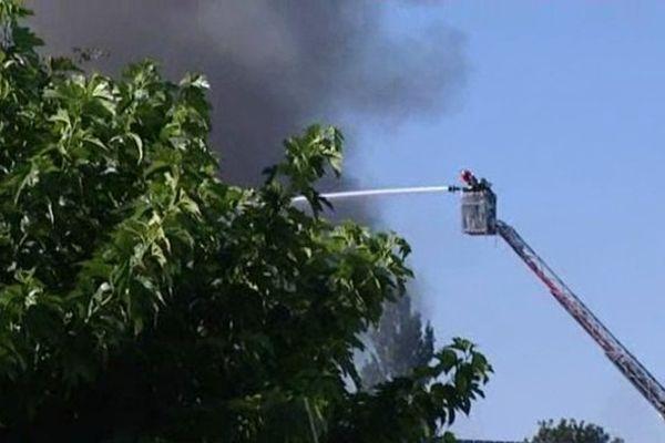 Quatre lances de pompiers auront été nécessaires pour circonscrire l'incendie