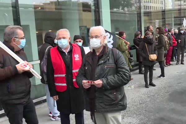 Les acteurs de la culture se sont réunis ce mardi devant la préfecture de Bordeaux
