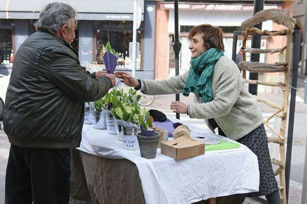 C'est une tradition : chaque 1er mai, des vendeurs de muguet fleurissent ici ou là. Mais quelles sont les règles pour cette vente qui reste encadrée ?