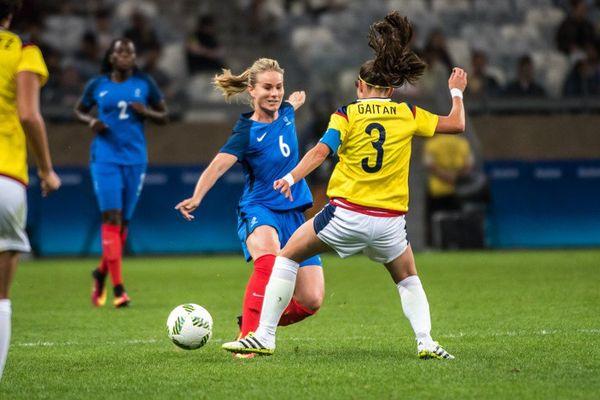 La lilloise Amandine Henry, capitaine de l'équipe de France de football, face à la Colombie.