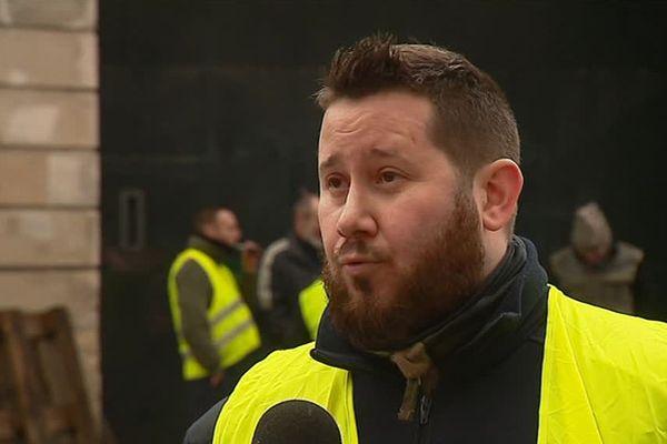 Johan a 32 ans. Il est surveillant à la maison d'arrêt de Reims depuis 4 ans.